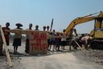 Warga Gondang Sragen Tutup Jalan Desa, Pembangunan Gedung Pabrik Tekstil Dihentikan