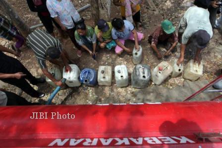 KEKERINGAN KLATEN : Tandon Menipis, Warga Lereng Merapi Beli Air