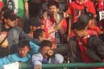 AKSI SUPORTER : Fans Klub Ini Usir & Paksa Pelatih Baru Lepas Baju