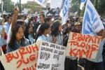 HARI BURUH 2016 : Rieke Pimpin Demo Pekerja Pelabuhan Indonesia di Tanjung Priok