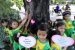 Budayakan Cinta Pohon, Puluhan Siswa SD Peluk Pohon