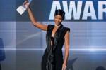 AMA 2013 : Rihanna Raih Icon Award Pertama