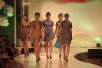 SANUR VILLAGE FESTIVAL 2014 : Sandal Batik Solo Dilirik Wisatawan Asing