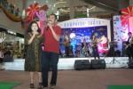 FOTO NATAL 2013 : Wali Kota Bernyanyi di Kampung Santa