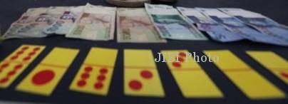 PENYAKIT MASYARAKAT DI TEMANGGUNG : Ngumpet Main Judi di Loteng, Budi dan Wardiyoko Diringkus Polisi