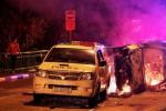 Litte India Singapura Rusuh, Ambulans & Mobil Polisi Dirusak