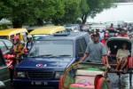 SOLO MACET : Lalu Lintas Pasar Klewer Nyaris Tak Bergerak