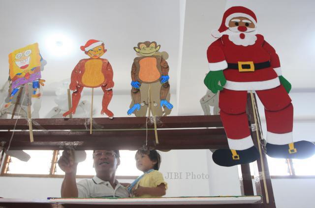 Foto Natal Memainkan Angkrok