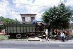KECELAKAAN SOLO : Rem Blong, Truk Tabrak Warung Kelontong Sampai Remuk