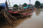 FOTO BANJIR JAKARTA : Perbaikan Tanggul