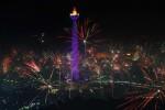 FOTO TAHUN BARU 2014 : Warga Jakarta Berpesta Kembang Api