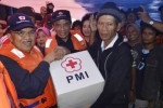FOTO BANJIR JAKARTA : PMI Salurkan Bantuan di Pengungsian