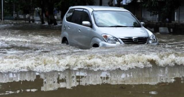 BANJIR JAKARTA : Banjir Hari Ini Lebih Dashyat, BPBD DKI Ajak Warga Mengungsi