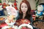 KISAH UNIK : Makan  Online Jadi Tontonan Baru di Korea Selatan
