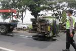 Oleng, Truk Boks Terguling di Tengah Jalan Solo-Jogja Wilayah Klaten