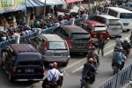 PASAR DARURAT KLEWER : Tarif Parkir Rp20.000, Jukir Diberi Peringatan