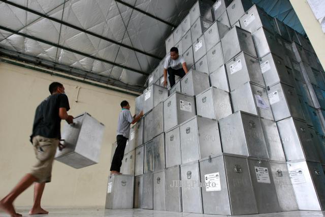 FOTO PEMILU 2014 : Pemindahan Logistik Pemilu