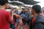 FOTO TIMNAS U-19 : Berebut Foto Bersama Ivan Dimas