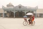 DAMPAK LETUSAN KELUD :  Sehari Kota Solo Lumpuh