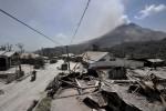 FOTO RUMAH ROBOH DI SINABUNG : Rumah Roboh Diterpa Abu Vulkanik Sinabung