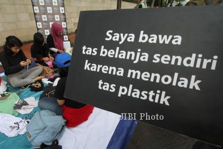 TAS PLASTIK BERBAYAR : Warga Solo Masih Sulit Berkelit dari Kantong Plastik