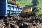 FOTO LONGSOR : Jalan di Tulungagung Tertimbun Tanah Longsor