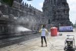 DAMPAK HUJAN ABU : Bakti Sosial Usir Debu Prambanan Demi Wisatawan