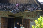 Jedaaar! Petir Menyambar, Genting Rumah Ambrol
