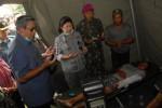 FOTO DAMPAK LETUSAN KELUD : Presiden Kunjungi Pengungsi Gunung Kelud