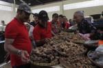 FOTO PASAR KLIWON : Wali Kota Solo Mengunjungi Pedagang