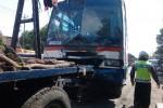 KECELAKAAN KLATEN : Bus Solo-Jogja Hantam Pohon di Traffic Light