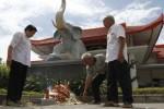 FOTO CHING BING : Warga Tionghoa Bakar Replika Uang