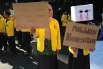 FOTO POLWAN BERJILBAB : Mahasiswa Dukung Jilbab bagi Polwan