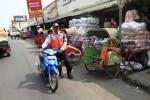 FOTO PASAR KLEWER : Dishubkominfo Tertibkan Parkir Klewer