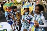 FOTO BUSANA SAMPAH DAUR ULANG : Busana Piala Dunia Berbahan Daur Ulang