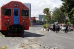 FOTO KECELAKAAN SOLO : Palang Pintu Kereta Api Purwosari Disambar Bus