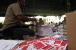 PENYORTIRAN SURAT SUARA : Demi Rp25/Lembar, Puluhan Pekerja Berpacu dengan Waktu