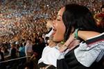 FINAL PIALA DUNIA 2014 : Wah! Rihanna Buka Baju di Tribun!
