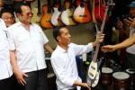FOTO JOKOWI PULANG KAMPUNG : Jokowi Blusukan ke Pasar Klitikan