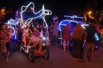 FOTO LIBUR LEBARAN 2014 : Harus Antre untuk Nikmati Becak Wisata