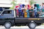 FOTO LIBUR LEBARAN 2014 : Kunjungi Keluarga dengan Mobil Bak Terbuka