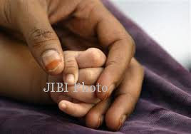 PEMBUANGAN BAYI PASURUAN : Astaga, Bayi Terbungkus Selimut Dibuang