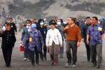 FOTO LIBUR LEBARAN 2014 : Wapres Boediono dan Keluarga Berlibur ke Bromo
