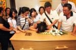 FOTO PESAWAT MALAYSIA AIRLINES JATUH : Jenazah Penumpang MH17 Tiba di Medan