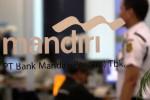 Aktivitas di salah satu kantor Bank Mandiri (Rahmatullah/JIBI/Solopos)