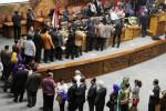 KINERJA DPR : DPR Bersalaman Seusai Sidang Terakhir