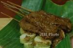 MAKANAN FAVORIT JOKOWI : di Facebook, Makanan Favorit Jokowi Sate Kere