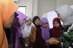 FOTO HARI BATIK NASIONAL : Workshop Aksesori Batik Warnai Hari Batik