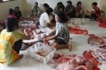 IDULADHA 2014 : Ribuan Warga Semarang, Rela Antre Berjam-jam demi Daging Kurban
