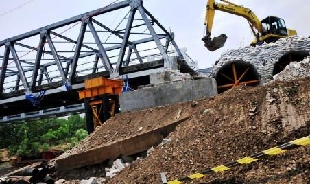 FOTO JEMBATAN COMAL AMBLES : Jembatan Comal Ditinggikan Sementara